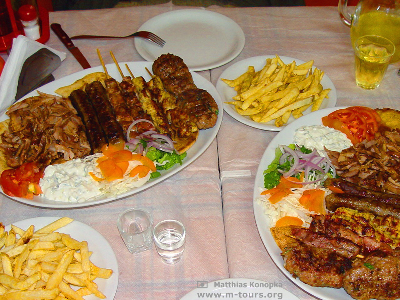 kretische k che 2 mal mixed grill f r 2 bei mr gyros in adelianos kampos. Black Bedroom Furniture Sets. Home Design Ideas